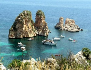 Escursioni in barca e minicriciere ai Faraglioni di Scopello